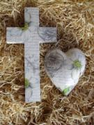 Ceramic-Decoupage-Cross-and-Heart-Set-Heleborus-White
